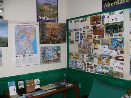 Büro mit Infotafel - Geführte Touren Kenyan Adventures & Beyond Safaris Diani Beach