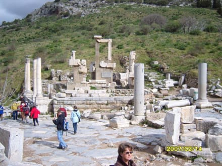 Neben dem Pollio Brunen! - Antikes Ephesus