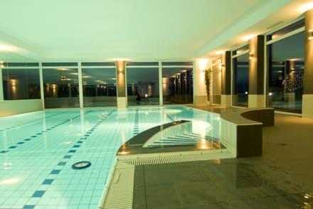 schwimmbad bild wildpark hotel in bad marienberg rheinland pfalz deutschland. Black Bedroom Furniture Sets. Home Design Ideas