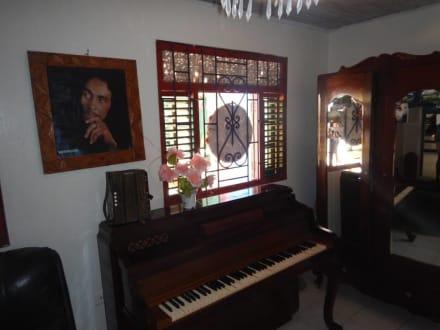 Im Haus von Bob Marley - Bob Marley Geburtshaus & Mausoleum