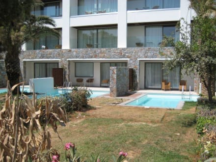 bungalow mit privatpool bild grecotel exclusive resort amirandes in gouves kreta griechenland. Black Bedroom Furniture Sets. Home Design Ideas