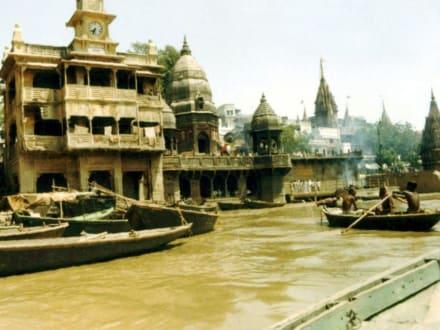 Der Fluss Ganges bei Varanasi (Benares) - Ghats am Ganges