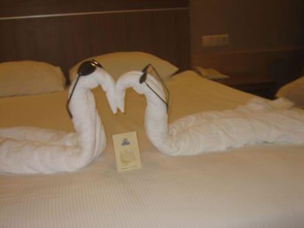Deko in unserem hotelzimmer bild sunis hotel kumk y for Hotelzimmer deko