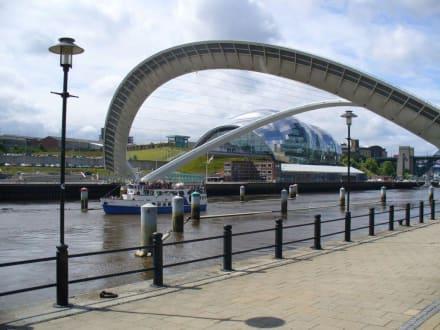 Gateshead Millenium Bridge - Millenium Bridge