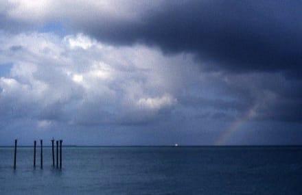 Abschiedsstimmung mit Regenbogen - Strand Eagle Beach
