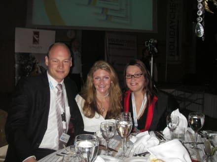 Markus Schott und Constanze Russ-Mohl von HC mit Katja Zimme - HolidayCheck Award Gala