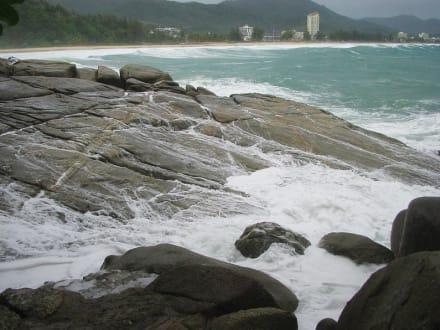 Der Fels in der Brandung - Strand Karon