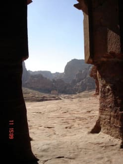 Blick aus den Gräbern der Königswand - Felsenstadt Petra