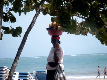 Obstträgerin Dominikanische Republik Cabarete - Playa Cabarete