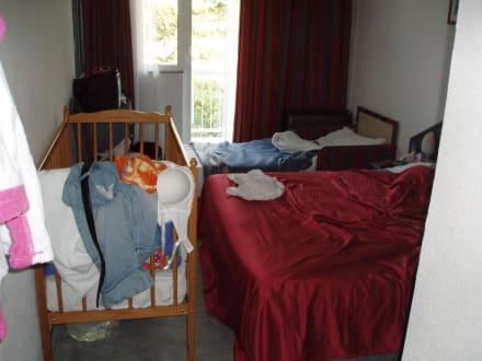 mini zimmer f r 4 personen bild hotel laguna in novigrad istrien kroatien. Black Bedroom Furniture Sets. Home Design Ideas