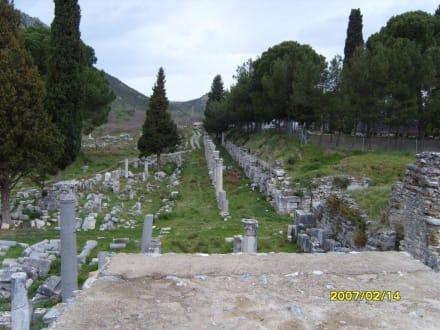 Neben der Hafenstrasse! - Antikes Ephesus