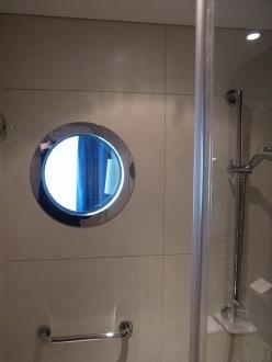 Bullauge in der dusche mit blick zum meer bild hotel for Kurzurlaub warnemunde angebote