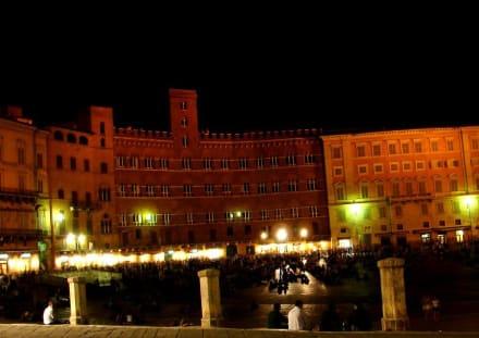 Stimmung in der Nacht II - Piazza del Campo