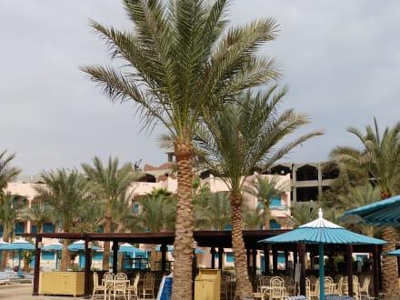 Die Baustellenidylle am Strand, sehr laut - Hotel Le Pacha Beach Resort