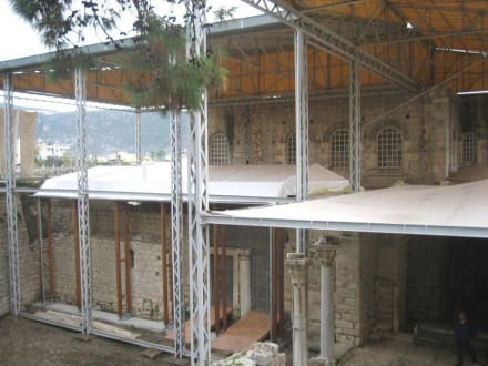 Die eingerüstete Nikolaus-Kirche - Kirche Hl. Nikolaus