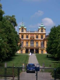 Schlossauffahrt - Schloss Favorite