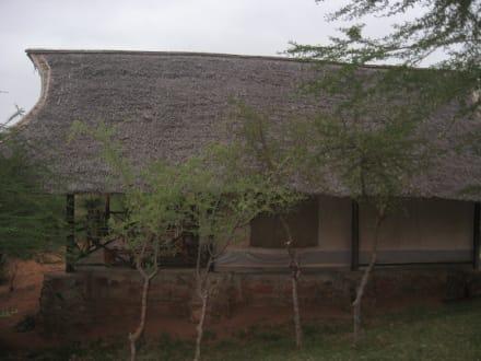 Rustikale Zelte mit großer Terrasse - Man Eaters Camp/Lodge
