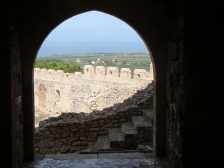Blick zum Vorhof der Burganlage - Festung Chlemoutsi