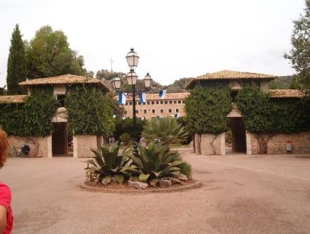 Blick auf das Portal von Lluc - Santuari de Lluc