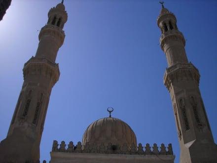 Kuppel mit Minaretten - Aldahaar Moschee