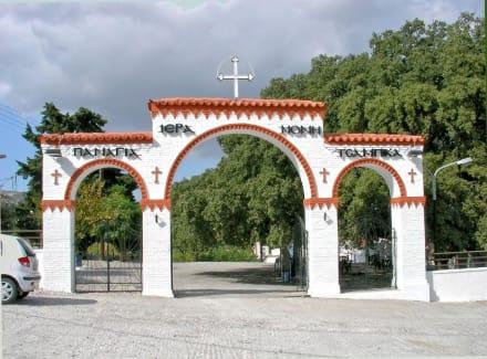 Einfahrt zum Kloster Moni Tsambika - Kloster Kato Tsambika