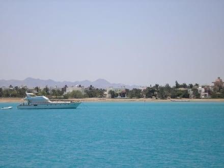 Blick vom Boot auf El Gouna - Schnorcheln Hurghada