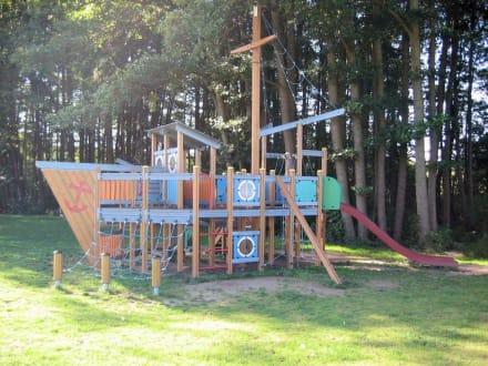 Spielplatz im Marinapark - Ferienhäuser Sarcon Marinapark Rheinsberg