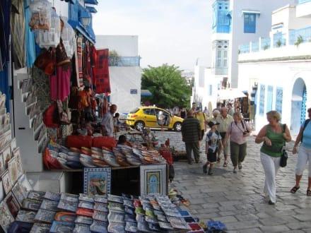 Schöne Gassen mit Souvenirgeschäften - Künstlerdorf Sidi Bou Saïd
