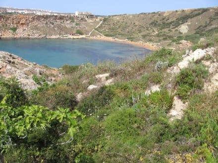 Blick vom Wanderweg an der Ghajn Tuffieha Bay - Ghajn Tuffieha