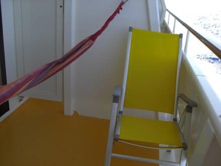balkon mit h ngematte bild aidadiva. Black Bedroom Furniture Sets. Home Design Ideas