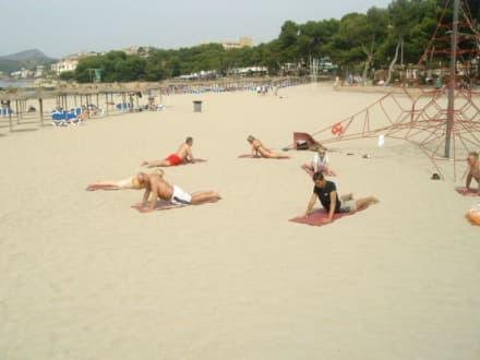 Sportliche Aktivitäten am Strand...lach - Strand Paguera/Peguera