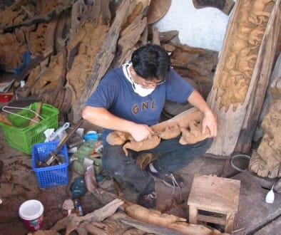 Holzschnitzer bei der Arbeit - Ban Tawai