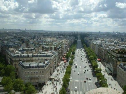 Blick vom Arc de Triomphe - Arc de Triomphe  / Triumphbogen
