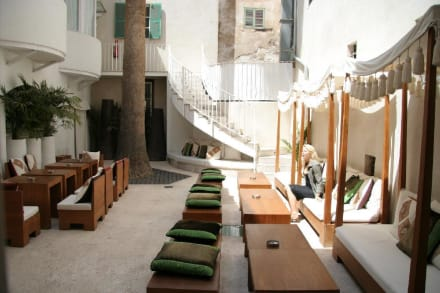 puro innenhof bild hotel puro oasis in palma de mallorca mallorca spanien. Black Bedroom Furniture Sets. Home Design Ideas