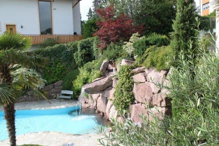 Pool mit Wasserfall - Hotel Garni Residence Tisalis