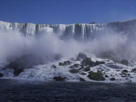 Blick von der Maid of the Mist aus - Niagarafälle / Horseshoe Falls