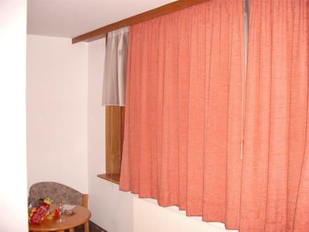vorh nge zu kurz bild hotel traube in lo burg baden w rttemberg deutschland. Black Bedroom Furniture Sets. Home Design Ideas