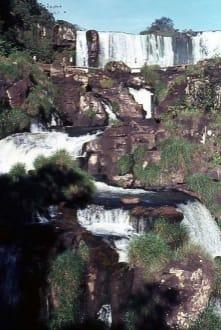 Der terrassenförmige Wasserfall - Iguassu / Iguazu Fälle
