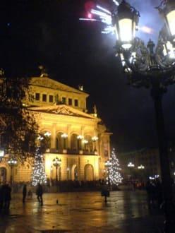 Die Alte Oper. - Platz vor der Alten Oper