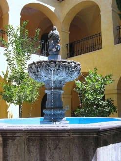 Brunnen in der Convento de la Santa Cruz - Brunnen in Queretaro