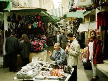 Auf der Hauptstrasse in Tunis - Souk / Bazar