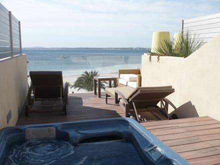 dachterrasse der suite mit jacuzzi bild vanity hotel golf in alcudia mallorca spanien. Black Bedroom Furniture Sets. Home Design Ideas