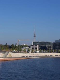 Blick auf den Fernsehturm - Berliner Fernsehturm