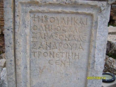 Eine Inschrift beim Domitian Tempel! - Antikes Ephesus