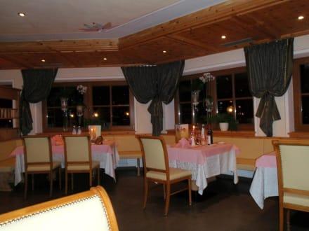 Teil des Restaurants - Kronplatz-Resort Berghotel Zirm