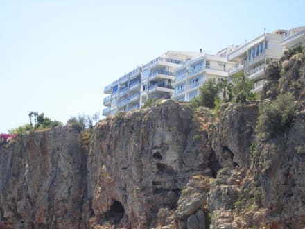 Steilküste am Hafen - Hafen Antalya