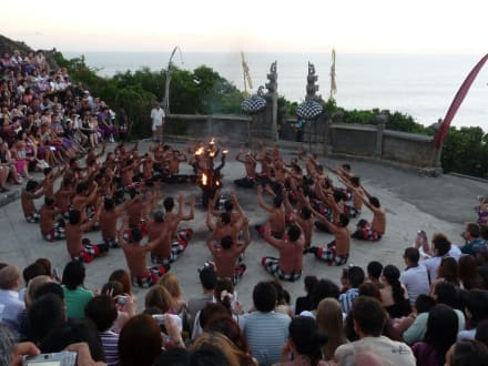 Kecak Dance am Uluwatu Tempel - Uluwatu Tempel