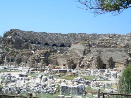 Side Denkmal - Amphitheater in Side