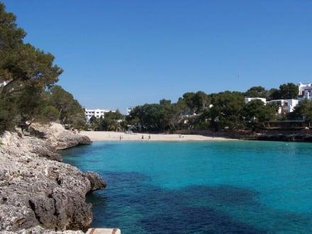 Blick auf einen Strand - Strand Cala d'Or