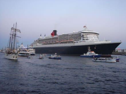 Queen Mary 2 - Hamburg - Hafen Hamburg